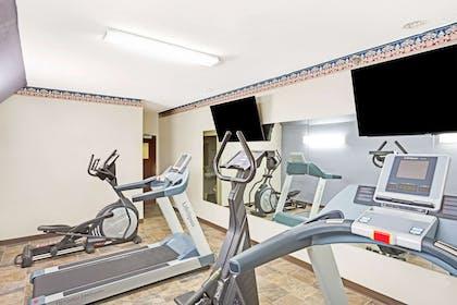 Fitness Center | Microtel Inn & Suites by Wyndham Urbandale/Des Moines