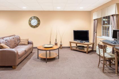 Lobby | Microtel Inn & Suites by Wyndham Quincy