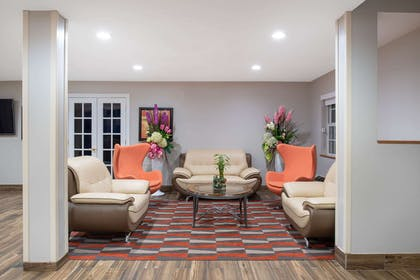 Lobby | Microtel Inn & Suites by Wyndham Springfield