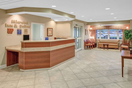 Lobby | Microtel Inn & Suites by Wyndham Hattiesburg