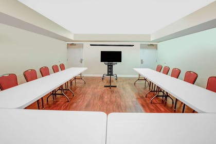 Meeting Room | Microtel Inn & Suites by Wyndham Hattiesburg