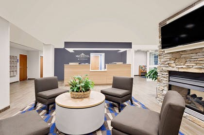 Lobby | Microtel Inn & Suites by Wyndham Middletown