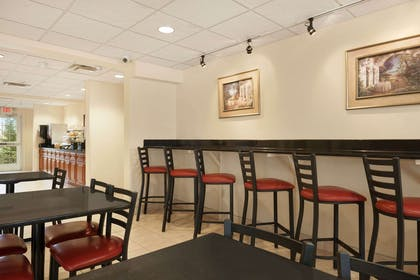 Breakfast Area | Microtel Inn & Suites by Wyndham Ann Arbor