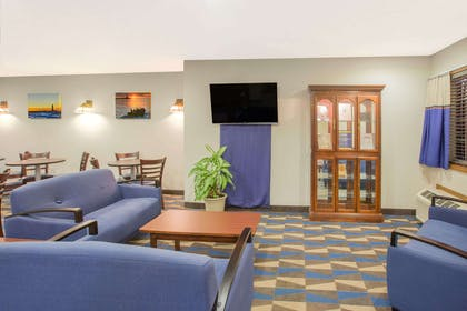 Lobby | Microtel Inn & Suites by Wyndham Manistee