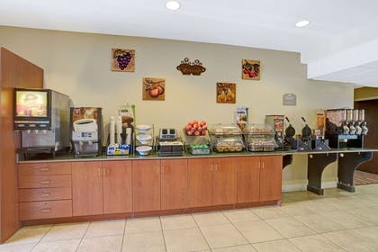 Breakfast Area | Microtel Inn & Suites by Wyndham Bushnell