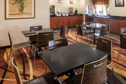Breakfast Area | Super 8 by Wyndham Columbus West