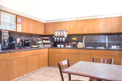 Breakfast Area | Hawthorn Suites by Wyndham Tempe
