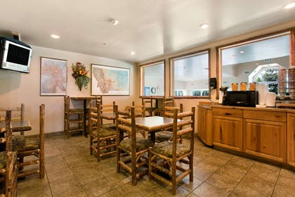 Breakfast Area | Microtel Inn & Suites by Wyndham Bozeman