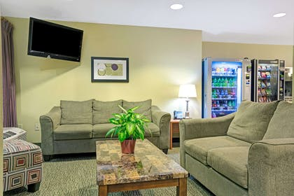 Lobby | Microtel Inn & Suites by Wyndham Inver Grove Heights/Minneap