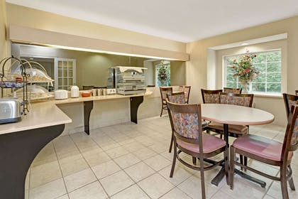 Breakfast Area | Microtel Inn & Suites by Wyndham Florence/Cincinnati Airport