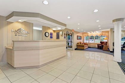 Lobby | Microtel Inn & Suites by Wyndham Florence/Cincinnati Airport