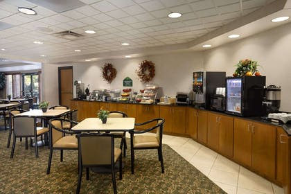 Breakfast Area | Wingate by Wyndham Little Rock