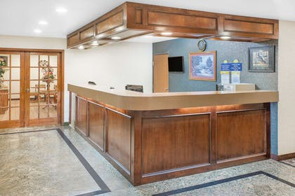 Lobby | Days Inn & Suites by Wyndham Brinkley