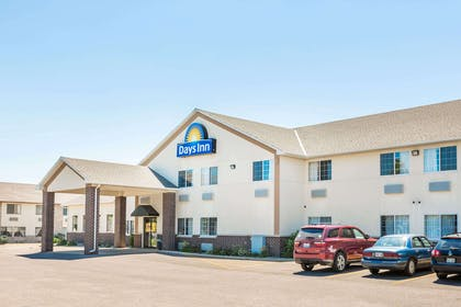 Exterior | Days Inn by Wyndham Hotel Spencer IA