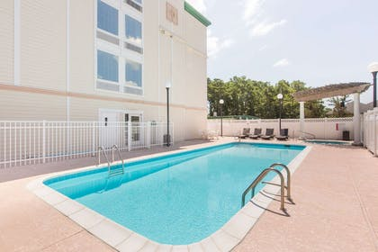 Pool   Wingate By Wyndham Southport