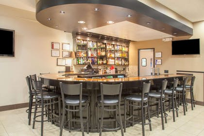 Bar and Grill | Hawthorn Suites by Wyndham Bloomington