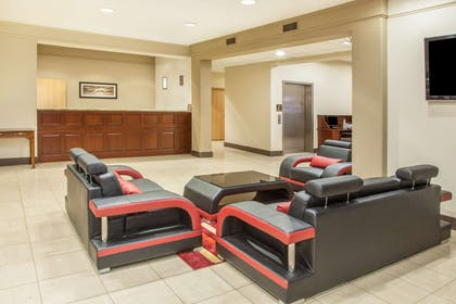 Lobby | Hawthorn Suites by Wyndham Bloomington