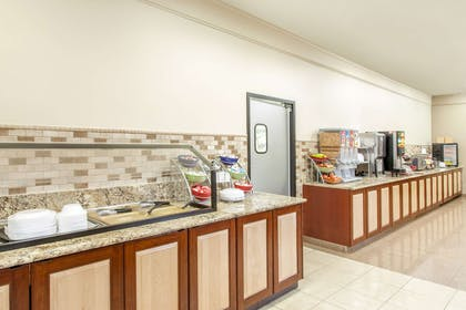 Breakfast Area | Hawthorn Suites by Wyndham Bloomington