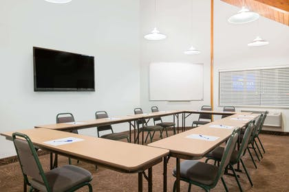 Meeting Room | Baymont by Wyndham Baxter/Brainerd Area