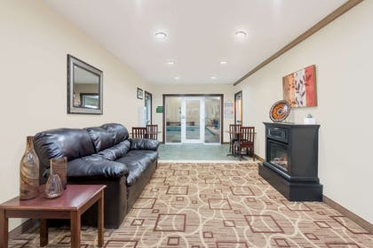 Lobby | Hawthorn Suites by Wyndham Akron/Seville