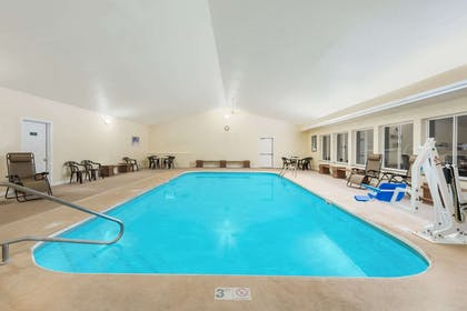 Pool | Hawthorn Suites by Wyndham Akron/Seville