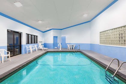 Pool | Days Inn & Suites by Wyndham Des Moines Airport