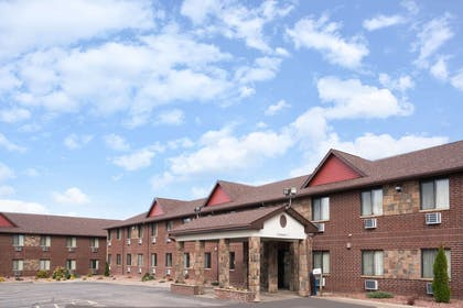 Welcome to the Baymont Inn and Suites Eau Claire WI | Baymont by Wyndham Eau Claire WI