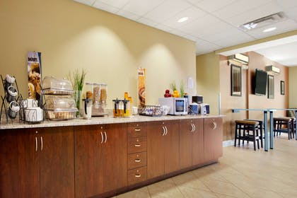 Breakfast Area | Microtel Inn & Suites by Wyndham Shelbyville