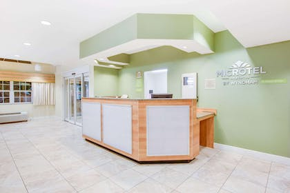 Lobby | Microtel Inn & Suites by Wyndham Saraland/North Mobile