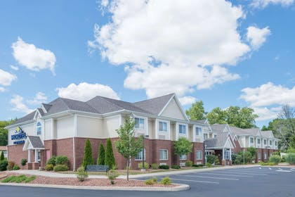 Exterior | Microtel Inn & Suites by Wyndham Chili/Rochester Airport