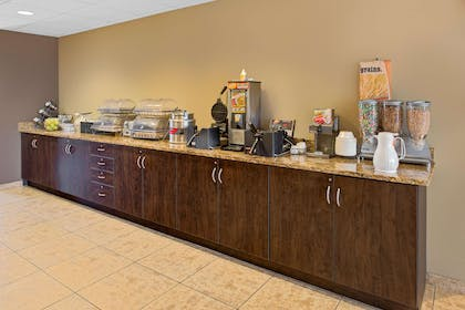 Breakfast Area | Microtel Inn & Suites by Wyndham Council Bluffs