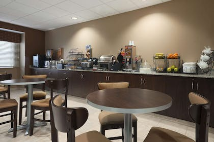 Breakfast Area | Microtel Inn & Suites By Wyndham Fairmont