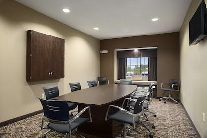 Meeting Room | Microtel Inn & Suites By Wyndham Fairmont