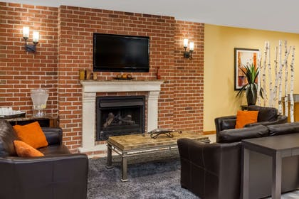 Lobby | Microtel Inn & Suites by Wyndham South Bend/At Notre Dame Un