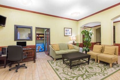 Lobby | Hawthorn Suites By Wyndham Corpus Christi/N.Padre Is