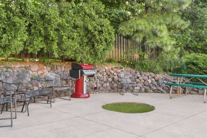 Grill Area | Days Inn & Suites by Wyndham Green Bay WI.