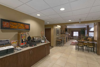 Breakfast Area | Microtel Inn And Suites Minot