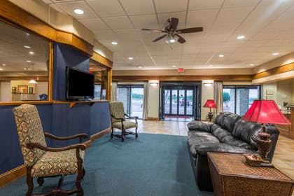 Lobby | Ramada by Wyndham New Braunfels