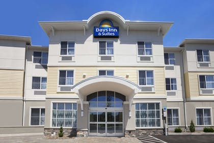 Welcome to the Days Inn and Suites Altoona | Days Inn & Suites by Wyndham Altoona