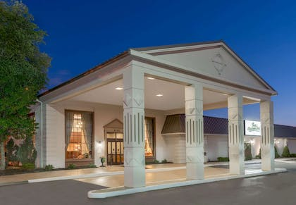 Welcome to the Ramada Plaza Louisville Hotel and Conference Center | Ramada Plaza & Conf Center by Wyndham Louisville