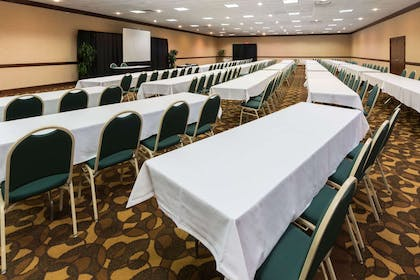 Meeting Room | Ramada Plaza & Conf Center by Wyndham Louisville