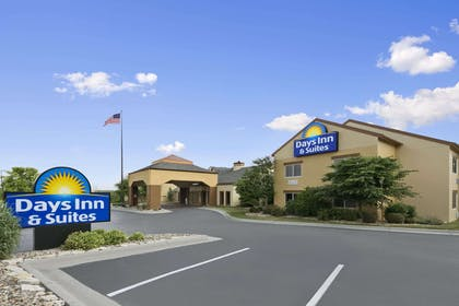 Welcome to the Days Inn and Suites Omaha | Days Inn & Suites by Wyndham Omaha NE
