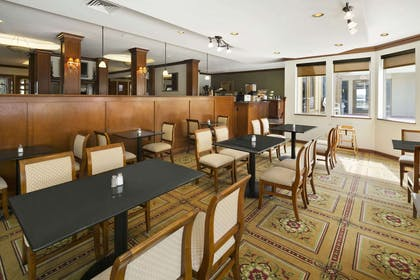 Breakfast Area | Days Inn & Suites by Wyndham Omaha NE
