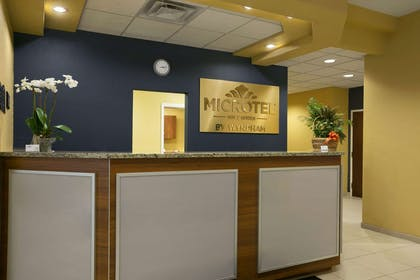 Front Desk   Microtel Inn & Suites by Wyndham Washington / Meadow Lands