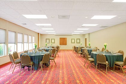 Meeting Room | Days Inn and Suites by Wyndham St. Louis/Westport Plaza