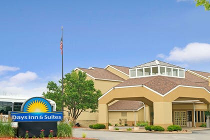 Welcome to the Days Inn St LouisWestport, MO | Days Inn and Suites by Wyndham St. Louis/Westport Plaza