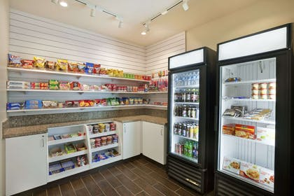 Convenience Store | Hawthorn Suites by Wyndham Overland Park