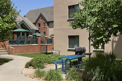 Grill BBQ Area | Hawthorn Suites by Wyndham Overland Park