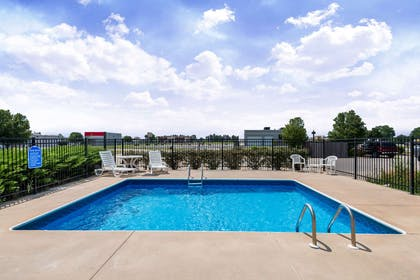 Pool | Days Inn by Wyndham Andover