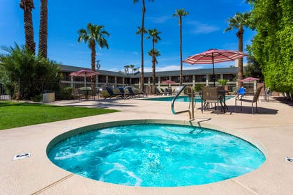 Jacuzzi | Howard Johnson by Wyndham Scottsdale Old Town
